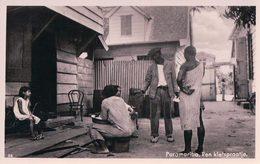 Suriname, Paramaribo, Een Kletspraatje (58) - Surinam
