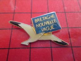 1216B Pins Pin's / Rare & De Belle Qualité  THEME : ANIMAUX /  OISEAU MOUETTE BRETAGNE NOUVELLE VAGUE - Animaux