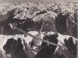AVIATION  PHOTO ORIGINALE  AVION MILITAIRE  AU DESSUS DES MONTAGNES     FORMAT 24 X 17 - Aviation