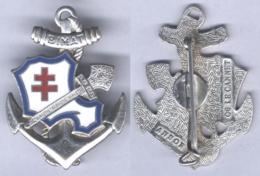 Insigne Du Bataillon D'Infanterie De Marine De Tahiti ( Flèche Faîtière Argentée ) - Hueste