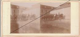 Grande Stéreo Officier Cical Devant Son Peloton 11èm Chasseur à Vesoul En 1893 - Guerre, Militaire