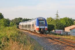 Nersac (16 - France) 31 Mai 2009 - Automotrice B82528 BGC Assurant Un TER Angoulême/Royan - Trains