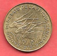 10 Francs , Etats De L' Afrique Centrale , Alu-Bronze , 1975 , N° KM # 9 - Monnaies