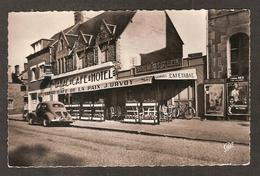 PONTORSON - ( 50 Manche) Café-Hôtel De La Paix , Tabacs ,J. Urvoy Propriétaire ( Belle 4 CV Renault ) Affiche Cinéma REX - Pontorson