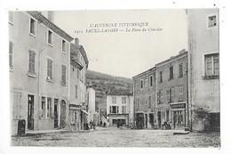 SAUXILLANGES  (cpa 63)  La Place Du Charnier   -  L 1 - France