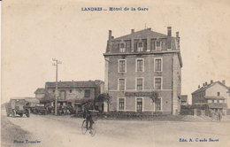 """Landres  - Environs De  Piennes   - Hôtel De La Gare   -  """" Nombreux Véhicules Anciens , Garage ?  """" - Briey"""