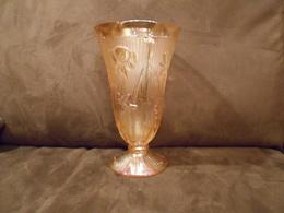 Ancien Vase Irisé Décor Floral Verre Pressé Hauteur 23 Cm Excellent état - Verre & Cristal