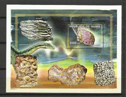 Guinée  YT**  BF 178H  Minéraux  Schiste Calcaire  Météorite - Mineralen