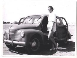 Photo : 4CV Renault Circa 1950 En Afrique (Sénégal)  Avec Mme A Villiers (entomologiste Du Museum ) - Cars