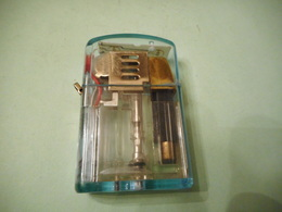BRIQUET LUMINEUX LIGHTER Feuerzeug ENCENDEDOR ACCENDINO AANSTEKER ライター 打火机 Léttari Ljusare αναπτήρας ///////// - Briquets