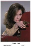 DIANA RIGG - Film Star Pin Up PHOTO POSTCARD - C41-42 Swiftsure Postcard - Artistas