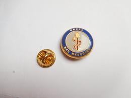 Superbe Pin's , Médical , Ordre Des Médecins , Caducée - Médical