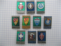A IDENTIFIER Lot De 10 Pin's épingle CLUB DE FOOTBALL ? D'origine URSS ? - Pin's