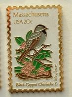 PIN'S TIMBRE - OISEAU - MASSACHUSETTS USA 20c - Animaux
