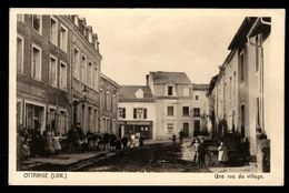 57 - OTTANGE (Lor.) - Une Rue Du Village - France
