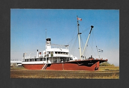 BATEAUX - BATEAU SHIP - TRANSPORT CANADA - S.S.DETECTOR CONSTRUIT À SOREL EN 1915 RETIRÉ DU SERVICE EN 1975 - Autres