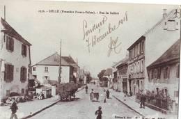 239 DA CPA Delle Rue De Belfort Bien Animée Petite Pelure - Delle