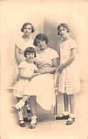 ¤¤  -   PONT-L'ABBE    -  Carte-Photo D'une Femme Et Ses 3 Filles  -  Photographe Pouillot-Ehanno  -  ¤¤ - Pont L'Abbe