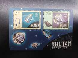 W) 1975 BHUTAN, SPACE REMEMBRANCE SHEET, SATELLITES, STARS MNH - Bhutan