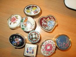 9 Boites A Pilules   Pilulier - Autres Collections