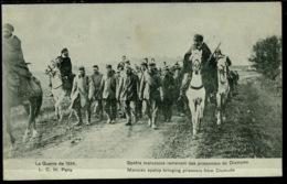 Ref 1273 - 1914 WWI Postcard - Moroccan Spahis Bringing Back Prisoners Of Diksmuide Morocco - Guerra 1914-18