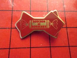211B Pins Pin's / Rare & De Belle Qualité  THEME : ALIMENTATION / BONBONS LES BOUCHONS DE BORDEAUX - Food