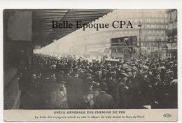 75 - PARIS - Grève Des Chemins De Fer - Foule Des Voyageurs Devant La Gare Du Nord +++ E. Le Deley / ELD +++ - Métro Parisien, Gares