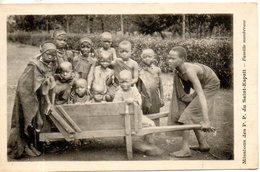 Mission D'afrique Des P.P. Du St Esprit. Famille Nombreuse - Missions