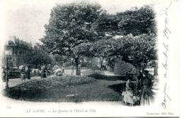 N°69855 -cpa Le Havre -le Jardin De L'hôtel De Ville- - Le Havre