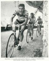CYCLISME : PHOTO (1960), DAUPHINE LIBERE, JEAN DOTTO TRIOMPHE DEVANT RAYMOND MASTROTTO, COUPURE LIVRE - Cyclisme