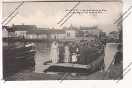 CPA MONETEAU (89) : Après La Chute Du Pont - Le Passage D'une Noce En Bac (marquage Taxe) (Houroux Avallon) - Moneteau