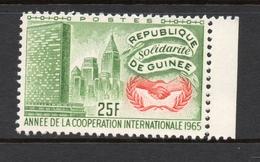 1965 REPUBLIQUE DE GUINEE Anne De Cooperation Nations Unis 25 Fr MNH *** - Guinée (1958-...)