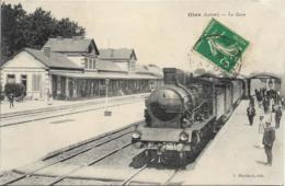 D45 - GIEN - LA GARE - Belle Animation - Train En Gros Plan - Nombreuses Personnes Sur Les Quais - Gien