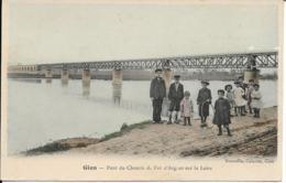 D45 - GIEN - PONT DU CHEMIN DE FER D'ARGENT SUR LA LOIRE - Carte Colorisée - Nombreux Enfants Sur Le Bord De La Loire - Gien