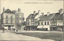 3254 CPA La Ferté Gaucher - La Place De L'Hôtel De Ville - La Ferte Gaucher
