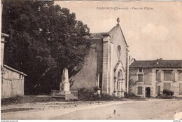 PALLUAUD PLACE DE L'EGLISE ET MONUMENT AUX MORTS TBE - Autres Communes