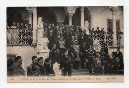 - CPA TUNIS (Tunisie) - S. A. Le Bey De Tunis, Entouré De Sa Suite Sur L'escalier Du Bardo 1915 - Photo Neurdein 705 - - Tunisie
