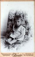 CDV Tirage Photo Albuminé Cartonné République Tchèque -  Znojmo  (Znaim) Fillette Par Kunstanstalt - F. Knapp 1901 - Photos