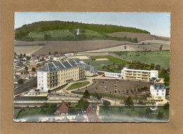 CPSM Dentelée - NEUFCHATEL-en-BRAY (76) - Vue Aérienne  De L'Hôpital Et De La Maison De Retraite Dans Les Années 50 - Neufchâtel En Bray