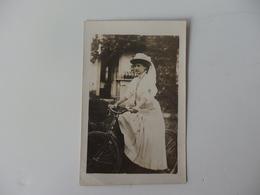 Carte Photo D'une Femme à Vélo. - Altri