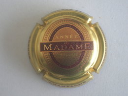 Capsule Champagne Mignon Pierre, N° 131b, Madame, Année Millésime, Or - Non Classés