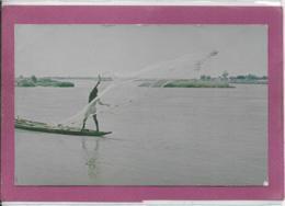 Les Pêcheurs Jettent Leurs Filet Dans Le Fleuve NIGER - Niger