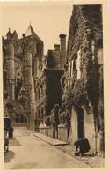CPA - France - (18) Cher - Bourges - Vieille Rue - Dans Le Fond, La Cathédrale - Bourges