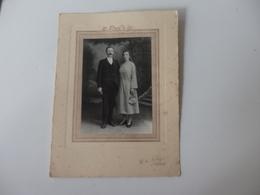 Grande Photo D'un Couple Endimanché De G. A. Noury à Neufchâtel-en-Bray (76). - Personnes Anonymes