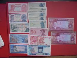 "LOT 15 BILLETS ""INDONESIA"" NEUFS Ou CIRCULER - Coins & Banknotes"