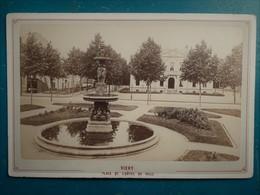VICHY Place De L'Hôtel De Ville - Photographie Ancienne Originale Collée Sur Carton 14,7 X 9 Cm - Photos
