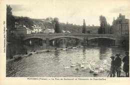 POITIERS (Vienne ) Le Pont De Rochebreuil Et L'Abreuvoir Du Pont Guillou Cygnes  RV - Poitiers