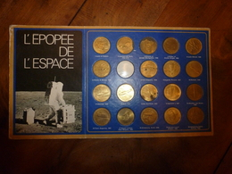 Vers Années 1970---> Collection De 19 Médailles L'EPOPEE DE L'ESPACE  Avec Historique Au Dos De La Plaquette - Touristiques