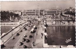 Paris: OLDTIMER VOITURES, CITROËN, RENAULT, PEUGEOT Etc. - Le Pont Et La Place De La Concorde - (1951) - Voitures De Tourisme