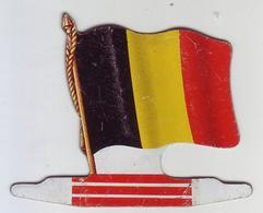 """- Offert Par L'Alsacienne Biscuits - Drapeau """" BELGIQUE """" - Objet Publicitaire En Métal - - Publicité"""